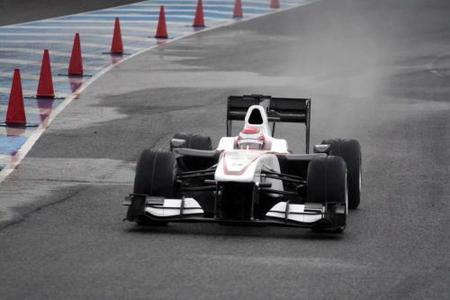 Los neumáticos intermedios de Bridgestone hacen aguas