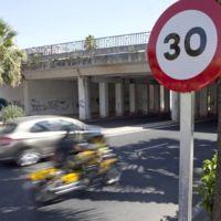Si rebajan el límite a 30 km/h en ciudad puedes sobrepasarlo hasta en bicicleta