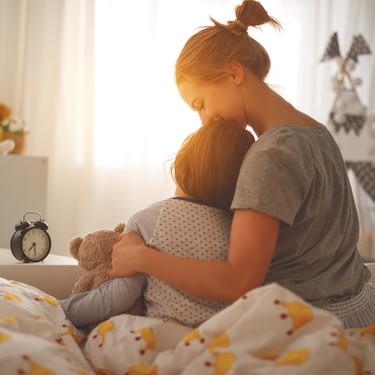 Todo lo que tu hijo no te dice cuando solamente te abraza o te pide que le abraces