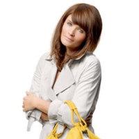 Helena Christensen promociona la colección de bolsos benéfica de Tommy Hilfiger