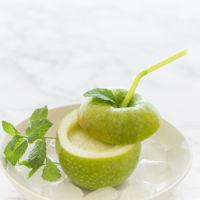 ¡Hoy toca refrescarse! Receta de smoothie de piña, manzana Granny Smith y menta