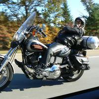 ¡Más de 1.000km en moto sin manos! Phill Comar quiere batir el récord para luchar contra el Parkinson