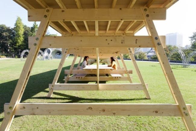La mesa Gulliver para sentirte como un liliputiense