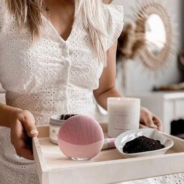 Hemos encontrado el limpiador facial Foreo Luna go con el que cuidar nuestra piel con un precio estupendo y muy rebajado
