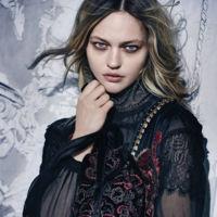 Sasha Pivovarova es la nueva Anna Karenina de Alberta Ferretti inmortalizada por Peter Lindbergh