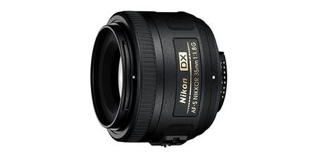 Si te va el retrato y tienes una Nikon, el AF-S DX Nikkor 35mm f/1.8 es tu objetivo por sólo 157 euros en eBay