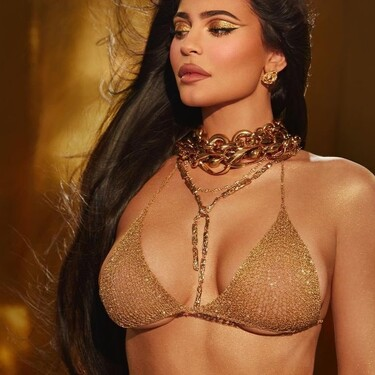 Kylie Jenner celebra su cumpleaños con un maquillaje a lo Cleopatra y usa el delineador de ojos de forma diferente