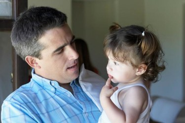 ¿Le hablas en otro idioma a tus hijos? La pregunta de la semana