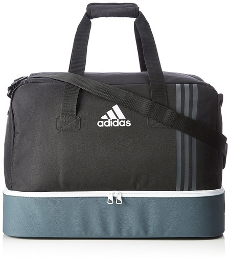 Por 22,48 euros tenemos la bolsa de deporte Adidas Tiro Tb Bc a la venta en Amazon: ideal para futboleros