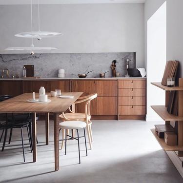 En esta cocina también se come. Diez ejemplos de cocinas comedor que deja de lado el concepto de salón comedor