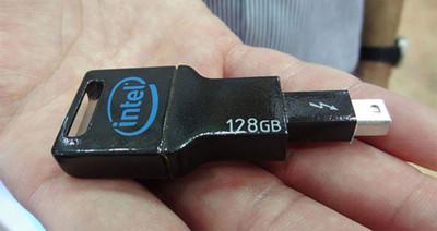 Intel tiene un pendrive con interfaz Thunderbolt y es rapidísimo