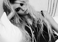Taylor Momsen le da a la balada tierna en su nuevo vídeo, ¡qué cambio chica!