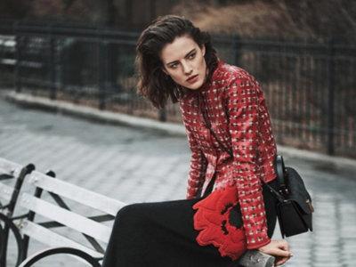 ¿Es Carlota? No, es Eliza Cumming protagonizando la última campaña de Emporio Armani x Lachlan Bailey
