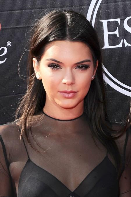 La rebeldía de Kendall Jenner se traduce con un piercing en el pezón