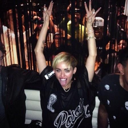 Miley Cyrus + escenario + Robin Thicke. Miedo