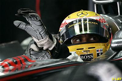 Hamilton por delante de un impresionante Webber