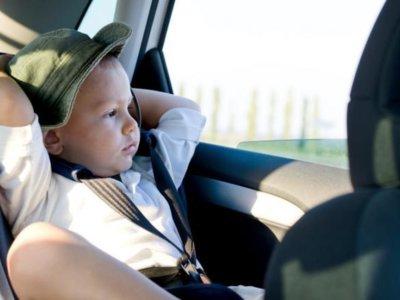 Recuerda: a partir del 1 de octubre, los niños siempre en el asiento trasero