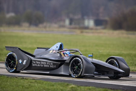 BMW iFE.18 es el primer coche de carreras 100% eléctrico de BMW y ya está listo para la Fórmula E 2019