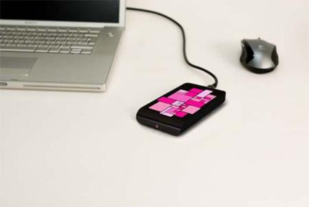 Disco duro externo con pantalla OLED en su superficie