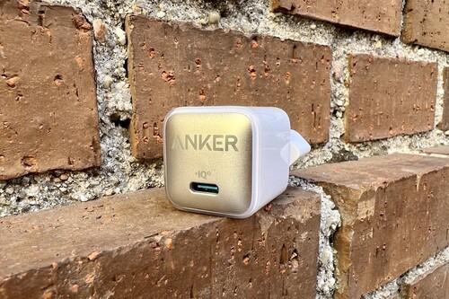 Este adaptador de Anker es compactísimo, rapidísimo y lo querrás llevar siempre encima