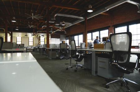 Oficinas abiertas y puestos rotativos: el compromiso entre la colaboración y la productividad