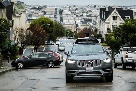 ¿Está actuando correctamente Uber al no detener sus taxis autónomos en San Francisco?