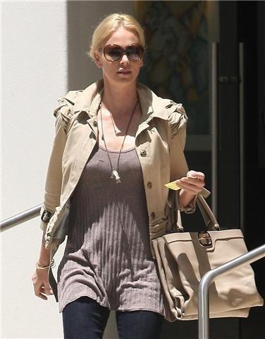 Dos estilos para ir de compras: Charlize Theron y Catherine Zeta Jones ¿te apuntas?