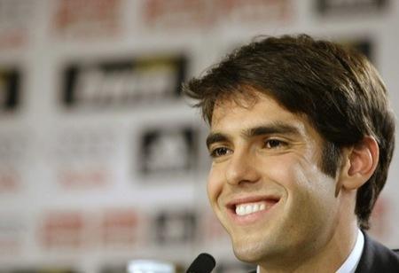 Kaká en la presentación con el Real Madrid III