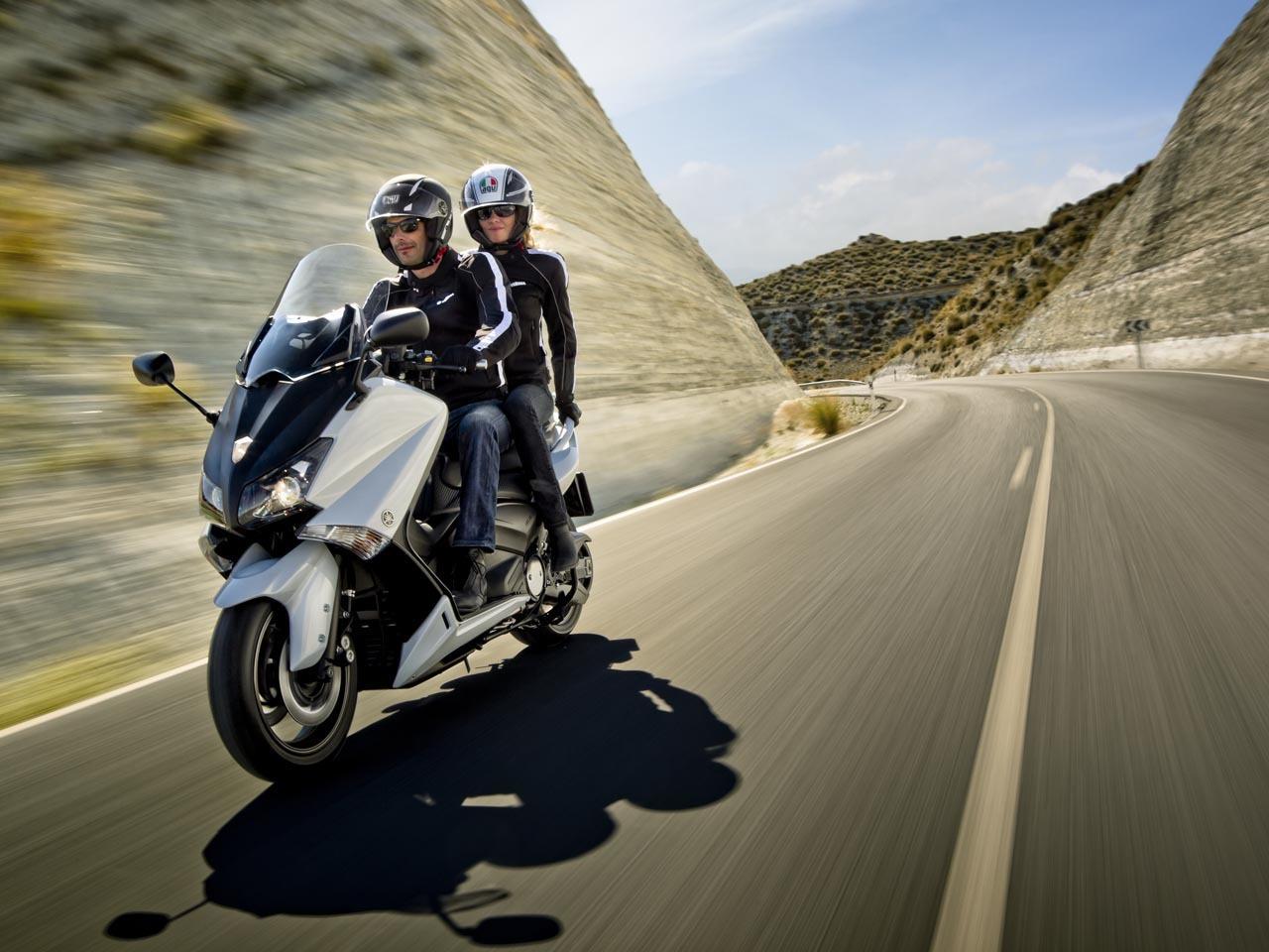 Foto de Yamaha T-Max 2012, fotos de acción (13/13)