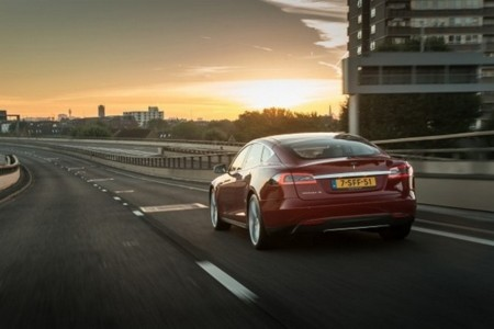 Tesla Model S 100000 1