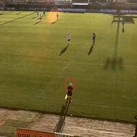 ¿Qué pasa cuando una IA se pone a retransmitir fútbol? Que confunde el balón con un árbitro calvo
