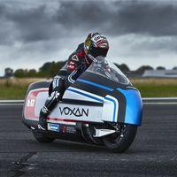Esta moto eléctrica usa hielo seco para refrigerarse y se plantea romper el récord de velocidad alcanzando los 330 km/h