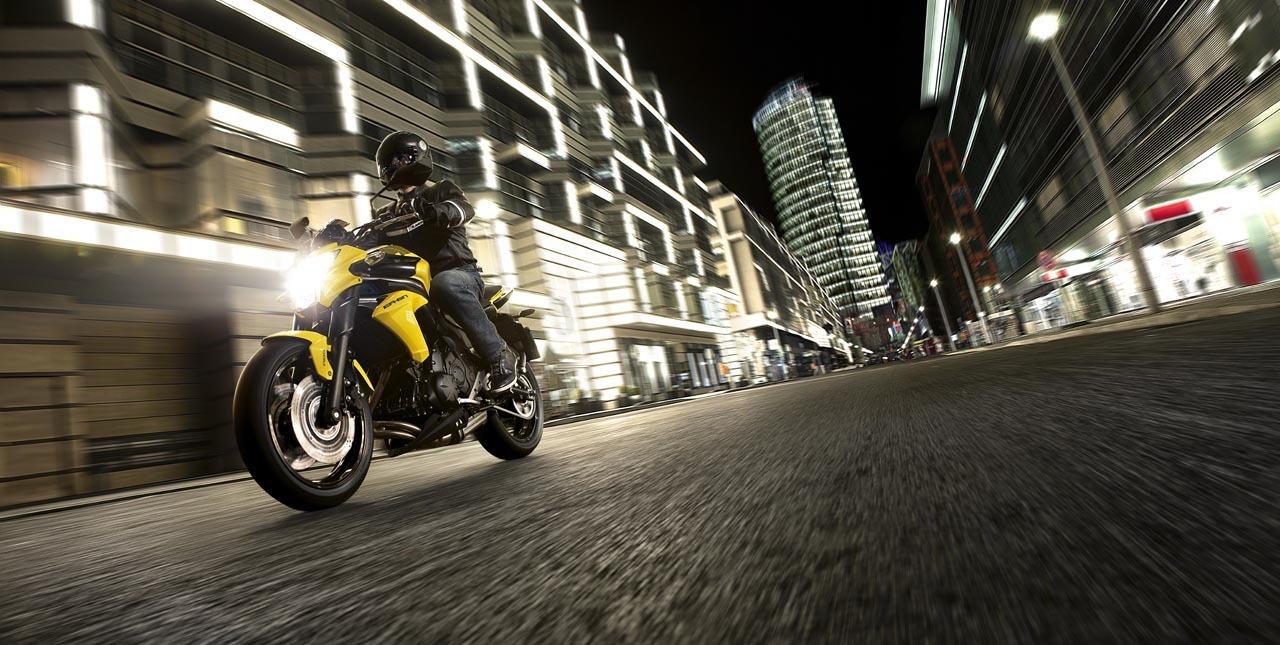 Foto de Kawasaki ER-6n 2012, divertida fácil y con estilo (20/77)