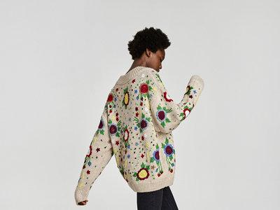 Si te quedaste sin el famoso jersey bordado de Zara ahora tienes una segunda oportunidad, ¿será visto y no visto?