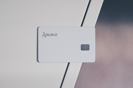 Tarjeta de crédito con el logo de Xataka