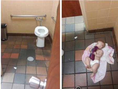 """""""Me estoy enfermando de tener que cambiar a mi hija en un piso repugnante"""": un padre exige ya cambiadores en los baños de hombres"""