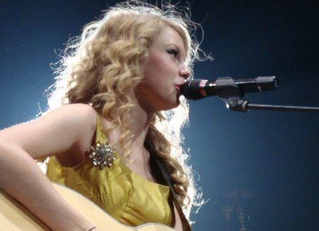 Taylor Swift va de abuela cebolleta: ¿también tendrá reuma?