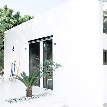 """La mini casa """"Monocabin"""" de Rhodas solo tiene 26 m2 pero un exterior de lujo que hará que te olvides de su pequeño tamaño"""