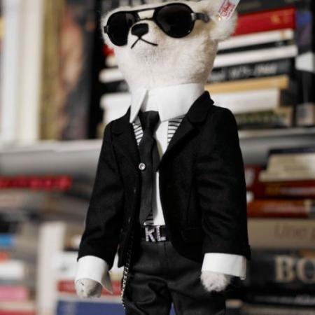 Karl Lagerfeld ataca de nuevo. Objetivo: Christophe Decarnin