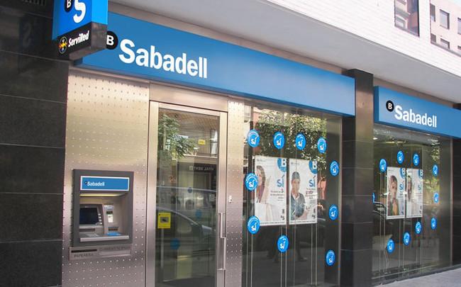 La crisis catalana sigue afectando a las empresas: Sabadell se va a Alicante