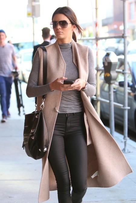 Kendall Jenner sabe cómo llevar las prendas largas hasta los pies