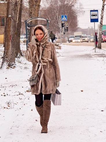 Girl walking / On the street / Novosibirsk / Siberia / 10.11.2011