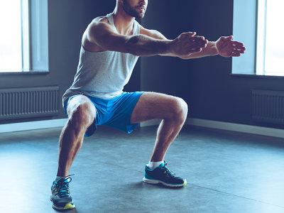 Así puedes hacer un entrenamiento de cardio en tu propio salón: nueve ejercicios a incluir en tu rutina