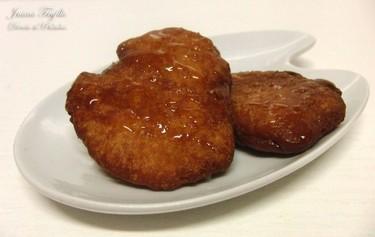Galletas fritas con miel. Receta