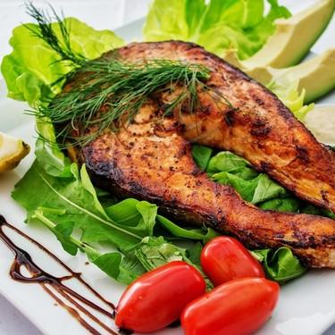Los alimentos que te ayudan a prevenir y controlar el acné (y los que no)