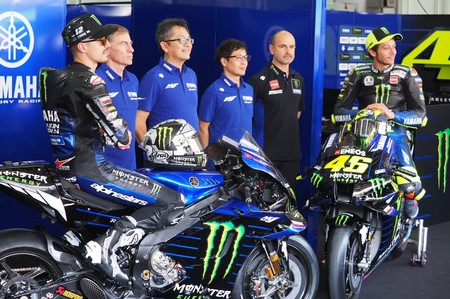 Pocos cambios y presentación austera para la nueva Yamaha M1 de MotoGP, la última moto oficial de Valentino Rossi
