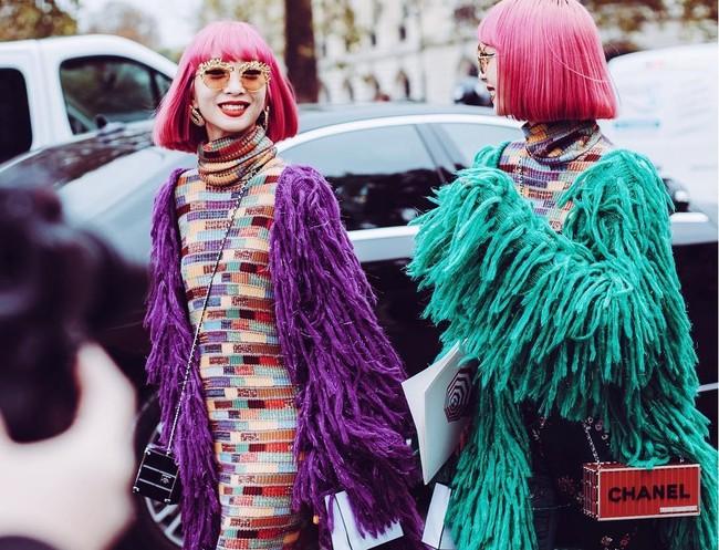 Ellas son Amiaya, las gemelas de pelo fucsia que han obsesionado a todo el street style