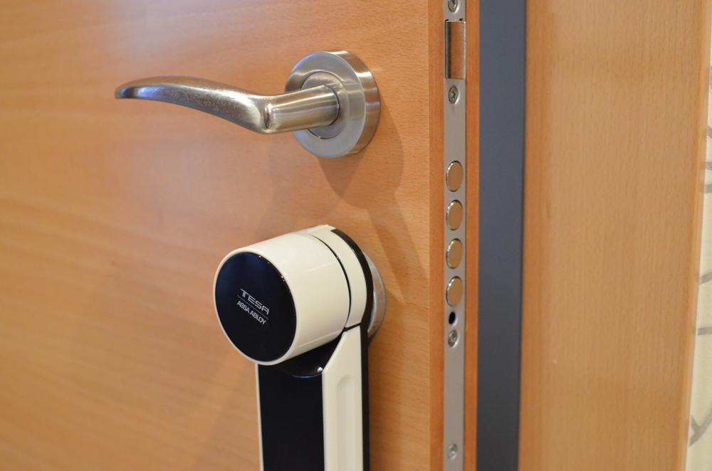 Abrir y cerrar la puerta con nuestro smartphone probamos - Cerraduras de seguridad precios ...