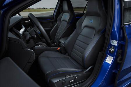 Volkswagen Golf R interior
