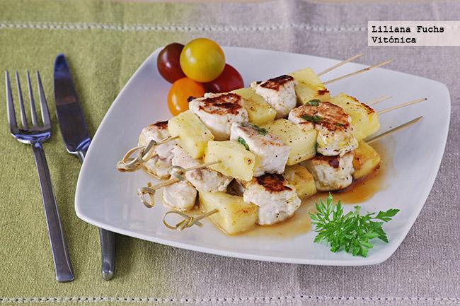 Brochetas de merluza y pi a receta saludable - Comida facil de preparar para cenar ...